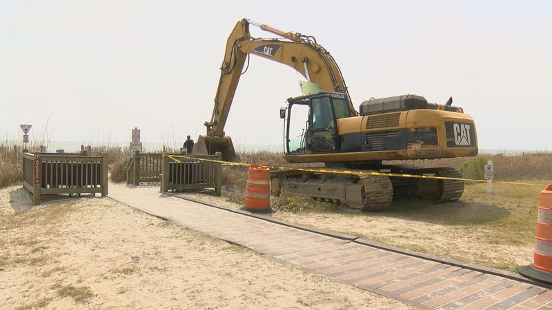 Crews begin construction to install a new stormwater pipe on 25th Ave. S. (Source: WMBF NEWS)