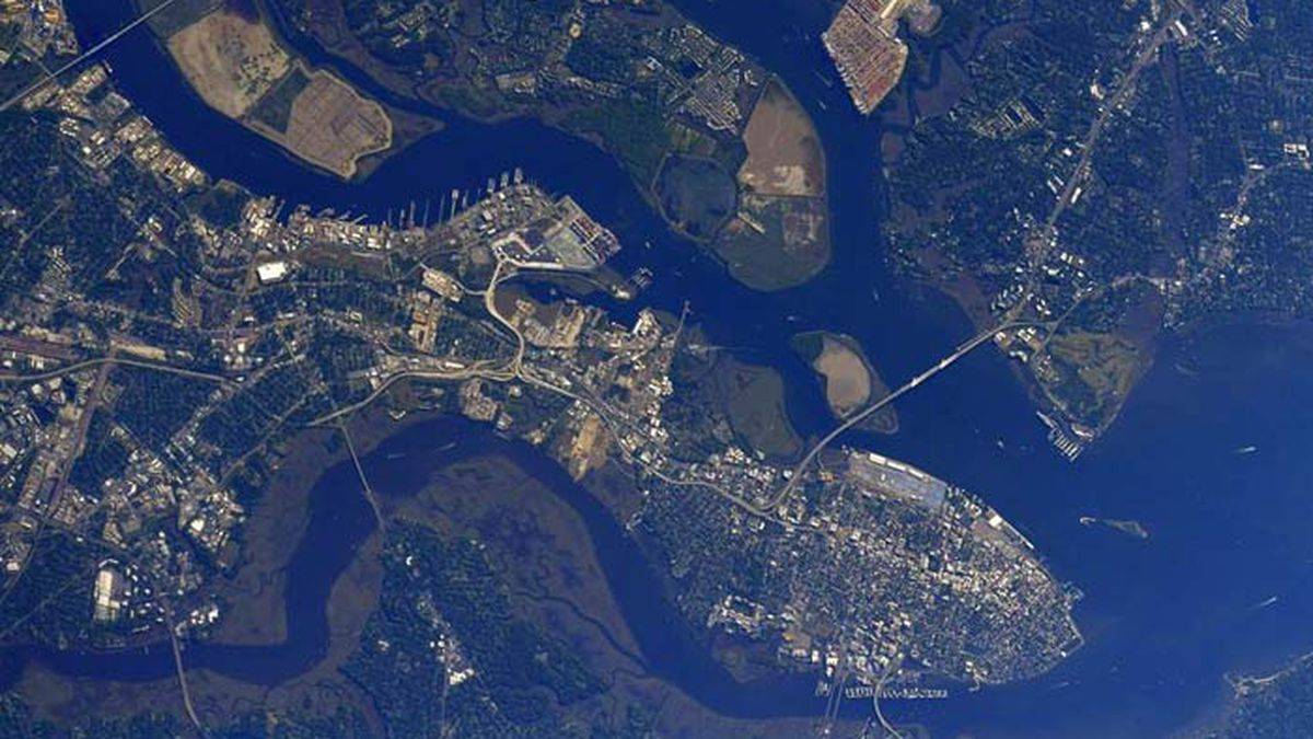 Astronaut Shane Kimbrough tweeted two photos Thursday morning from the International Space...