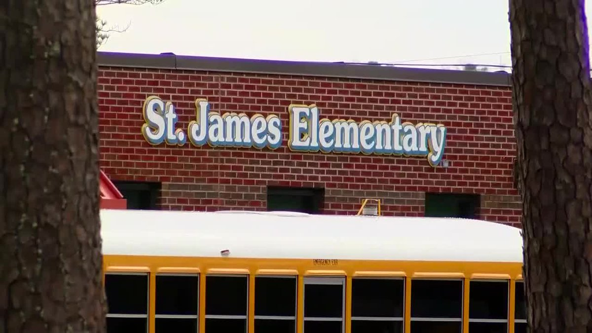 Parents concerned over mold issues at St. James Elementary School (WMBF)
