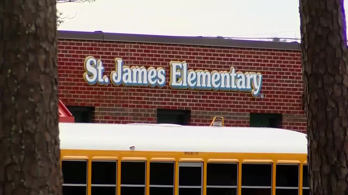 St. James Elementary School parents on mold concerns: ?We?re not going away?