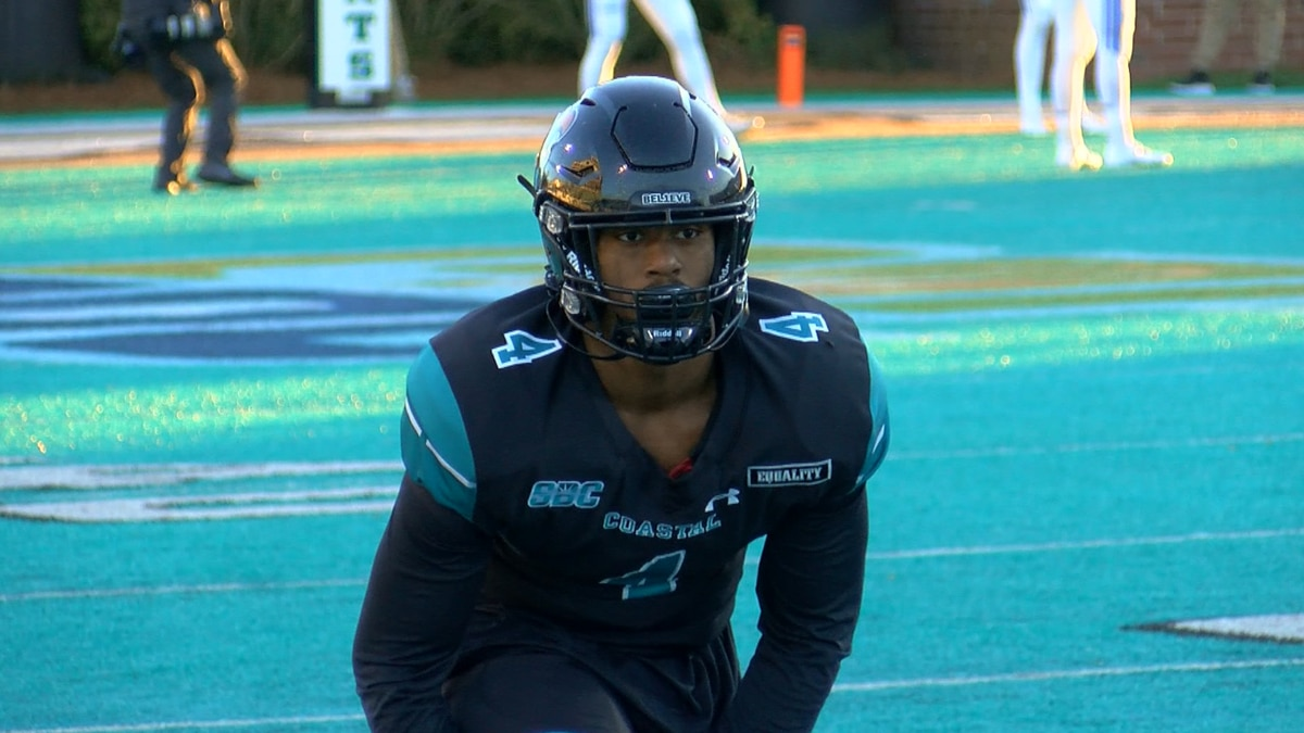 Isaiah Likely prior to Coastal's game against BYU in 2020.