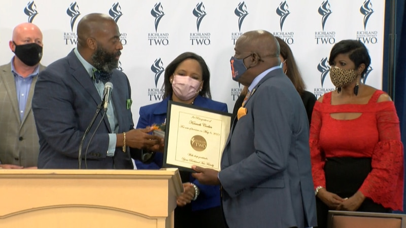 Kenneth Corbin receives award.
